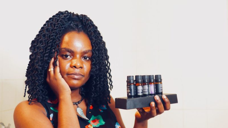 Les meilleurs huiles essentielles pour les cheveux crépus