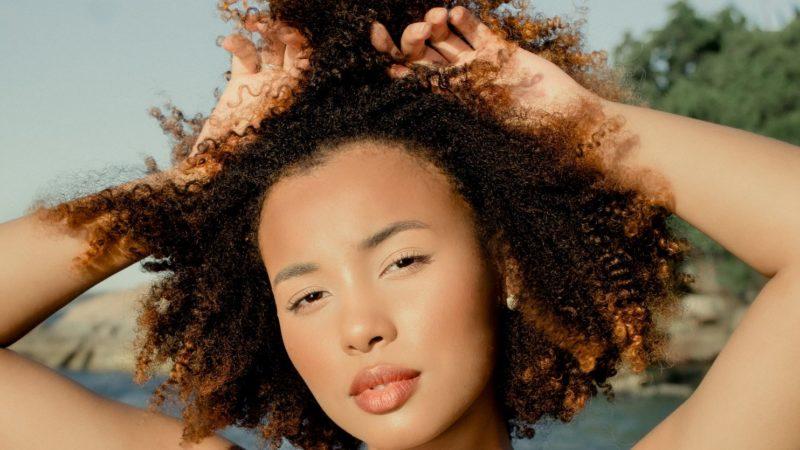 Le lissage brésilien convient-il aux cheveux crépus ?